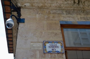 Calle Teniente Rey plaque