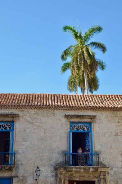 Havana blue building: Couple in window