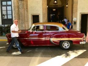 Hotel Nacional - red car