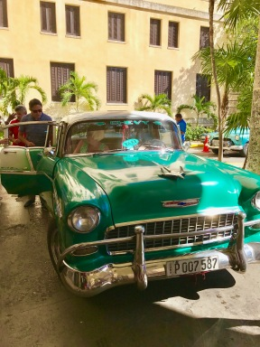 Hotel Nacional - green car