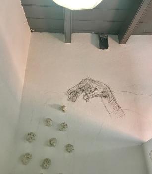 Atelier Restaurante bathroom art