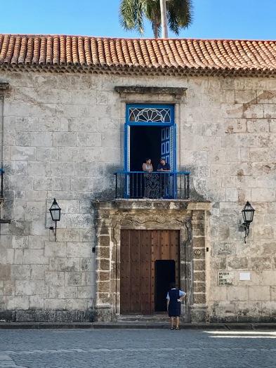 Havana blue building: Couple in window