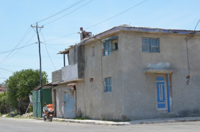 Cojimar 37 Man on roof 1