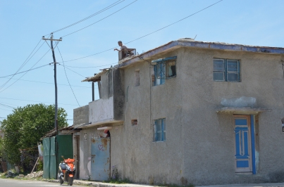 Cojimar 38 Man on roof 2