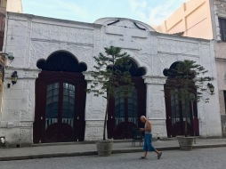 Wlaking Old Havana 1